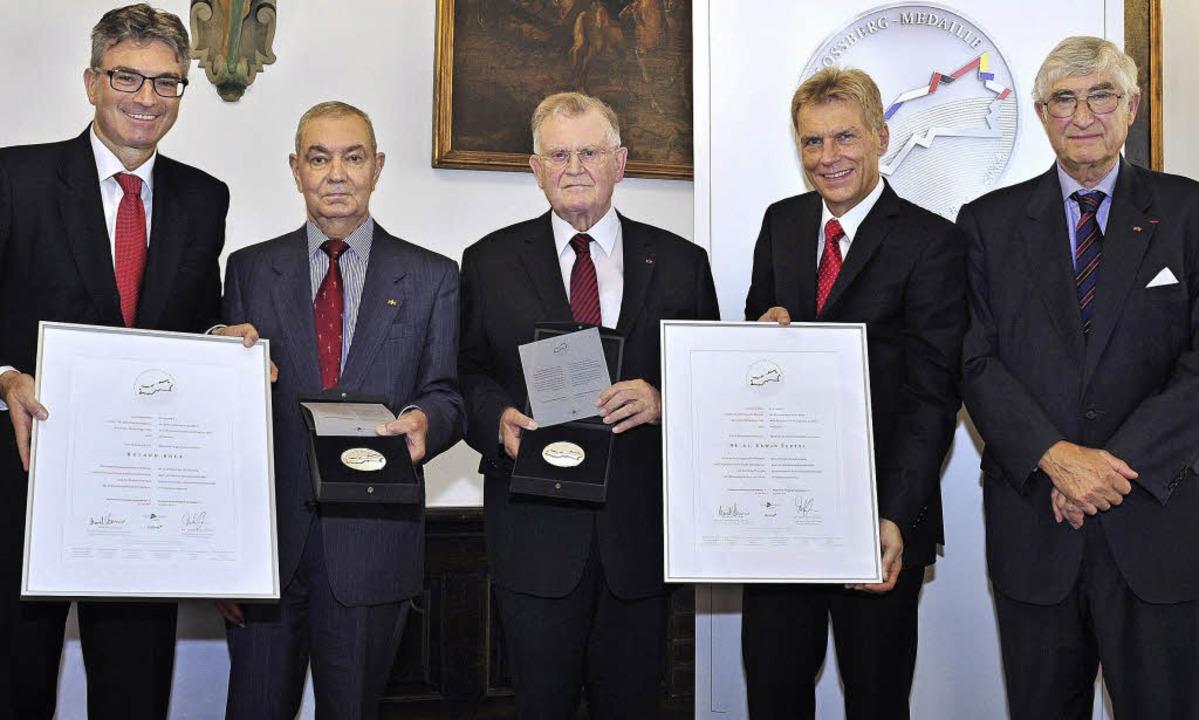 Bei der feierlichen Übergabe der erste...f Marcel Thimm und Alt-OB Rolf Böhme.     Foto: Thomas Kunz