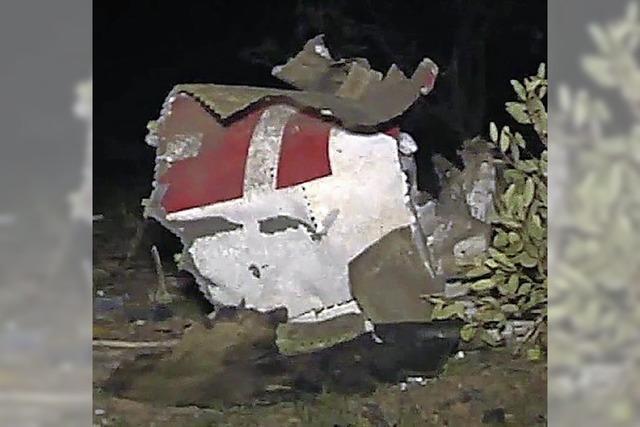 Keine Überlebenden bei Flugzeugabsturz - französische Soldaten bergen Flugschreiber