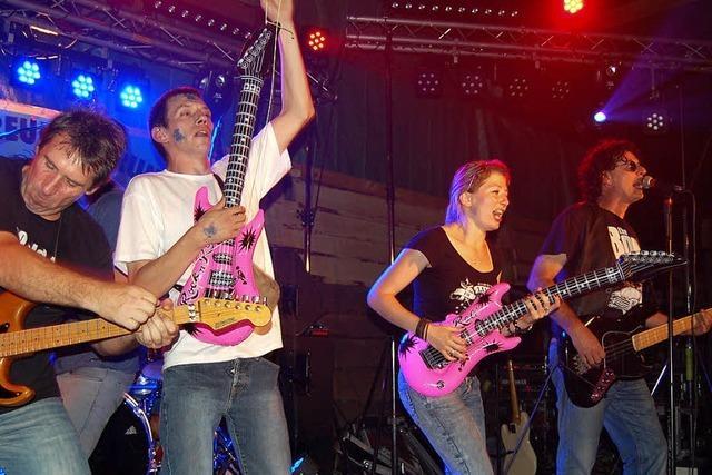 Gitarren auf der Bühne, Luftgitarren davor
