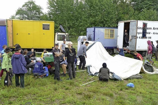 Wagenburg im Gewerbegebiet Hochdorf: Polizei räumt besetztes Areal schnell