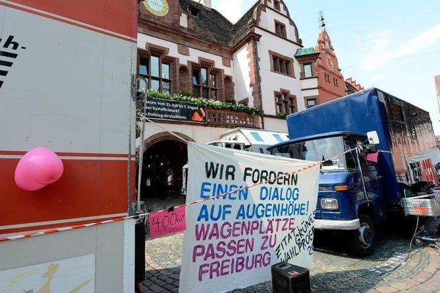 Wagenburg hat Freiburger Rathausplatz blockiert