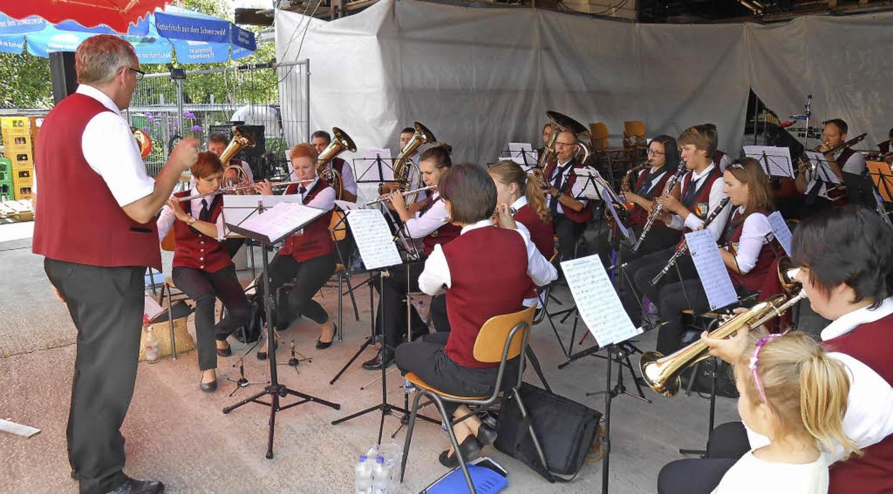 Der MV Sexau spielte  beim Sommerfest in Niederhausen.  | Foto: Tenz