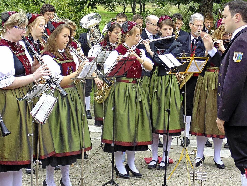 Das Sommernachtskonzert des Musikverei...dabei)  und Sonja Rieple (25 Jahre).    | Foto: Michael Gottstein