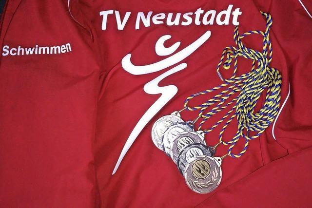 Medaillenflut für Neustadts Schwimmer