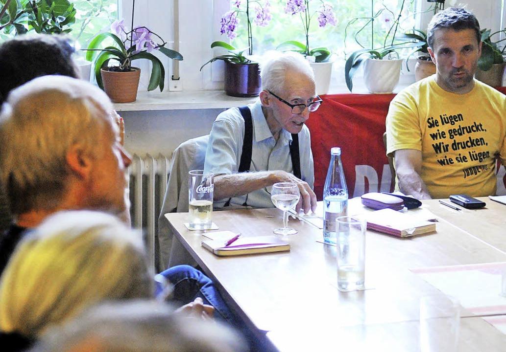 Professor Theodor Bergmann (Mitte) erw...sich als ein faszinierendes Phänomen.   | Foto: Wolfgang Künstle