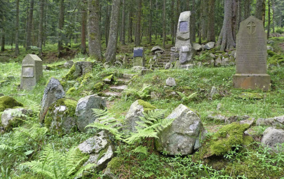 Verwunschener Ort, düstere Vergangenheit: der Waldfriedhof Germania im Elsass    Foto: Rolf Müller