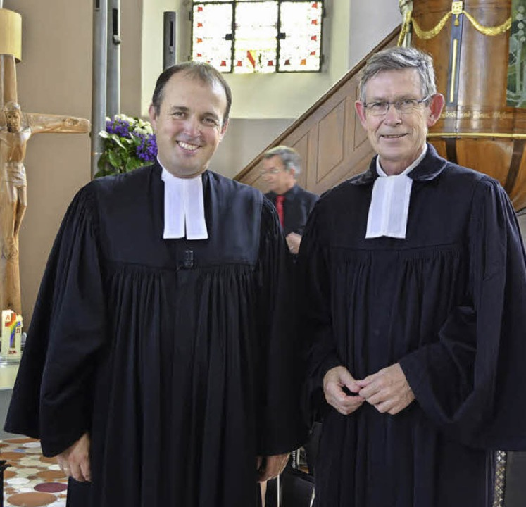 Dekan Hans-Joachim Zobel (rechts) nahm...seinerseits Dekan in Emmendingen wird.  | Foto: Manfred Frietsch