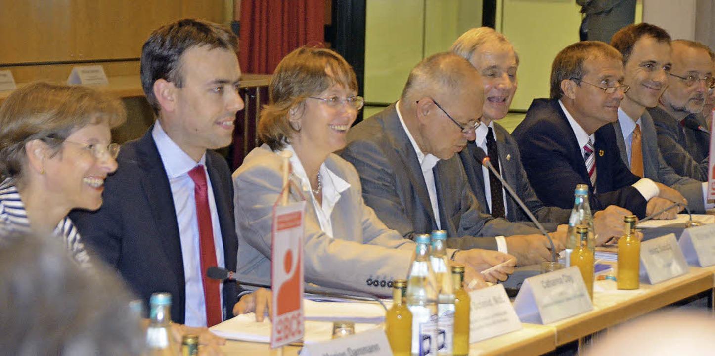 Teilnehmer des Runden Tisches zur Zuku...ster Nils Schmid (zweiter von links).   | Foto: Ralf H. Dorweiler