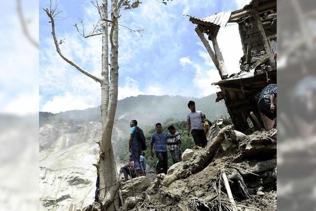 100 Menschen nach Erdrutsch vermisst, Dammbruch droht