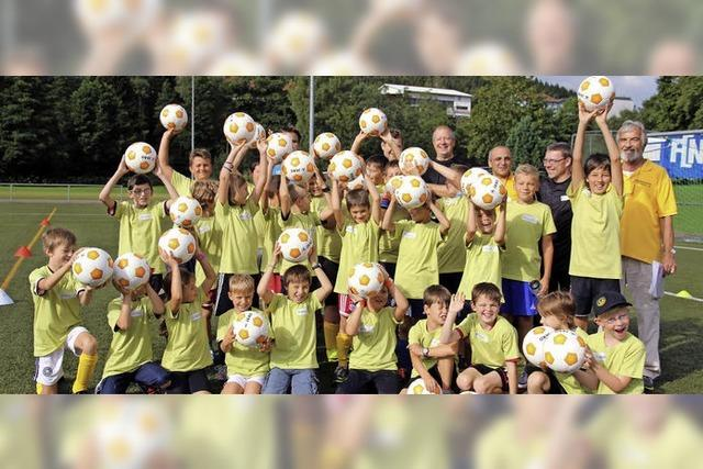 Fußballcamp in den Ferien: Die Beine wirbeln, die Bälle rollen