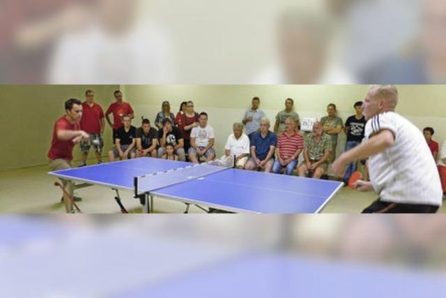Tischtennisbälle flitzen durchs Hasenheim