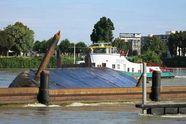Bagger im Rhein gefunden – Schiffahrt wieder freigegeben