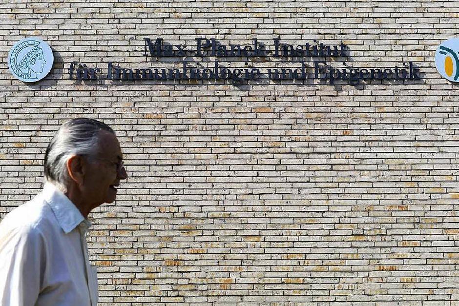 Ein Blick durchs Mikroskop und hinter die Kulissen: BZ-Leser im Max-Planck-Institut für Immunbiologie und Epigenetik (Foto: Ingo Schneider)