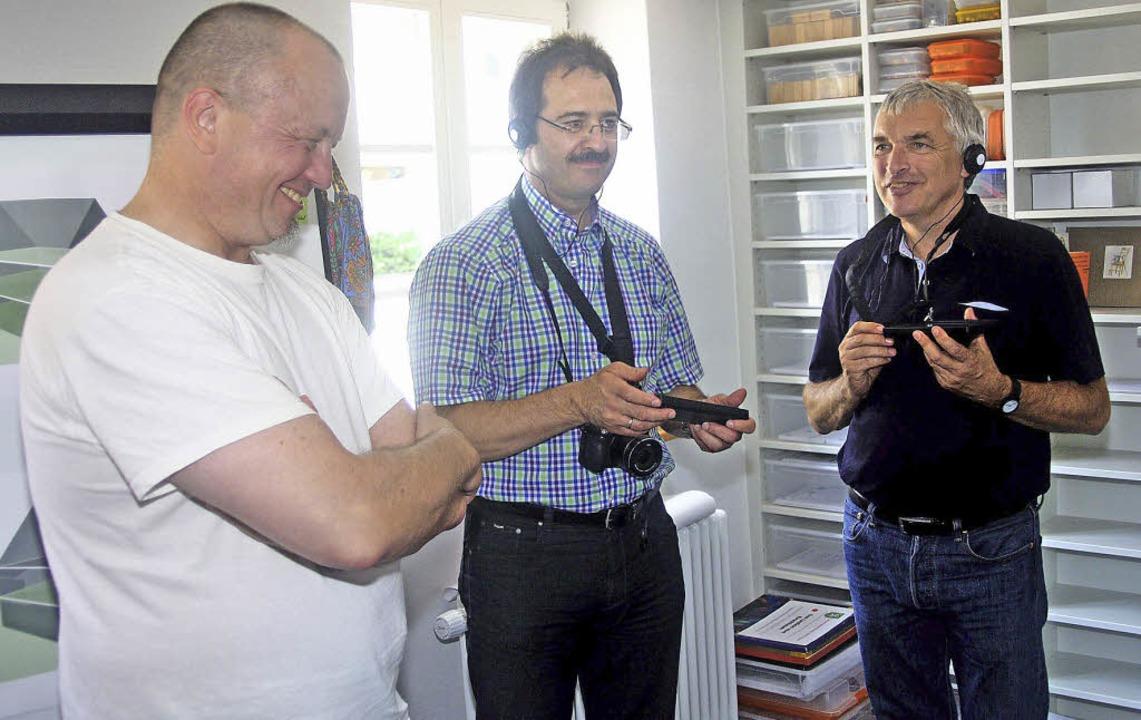 Offensichtlich gut kommt das Audio-Gui...d es von Bürgermeister Martin Bühler.   | Foto: Heiner Fabry
