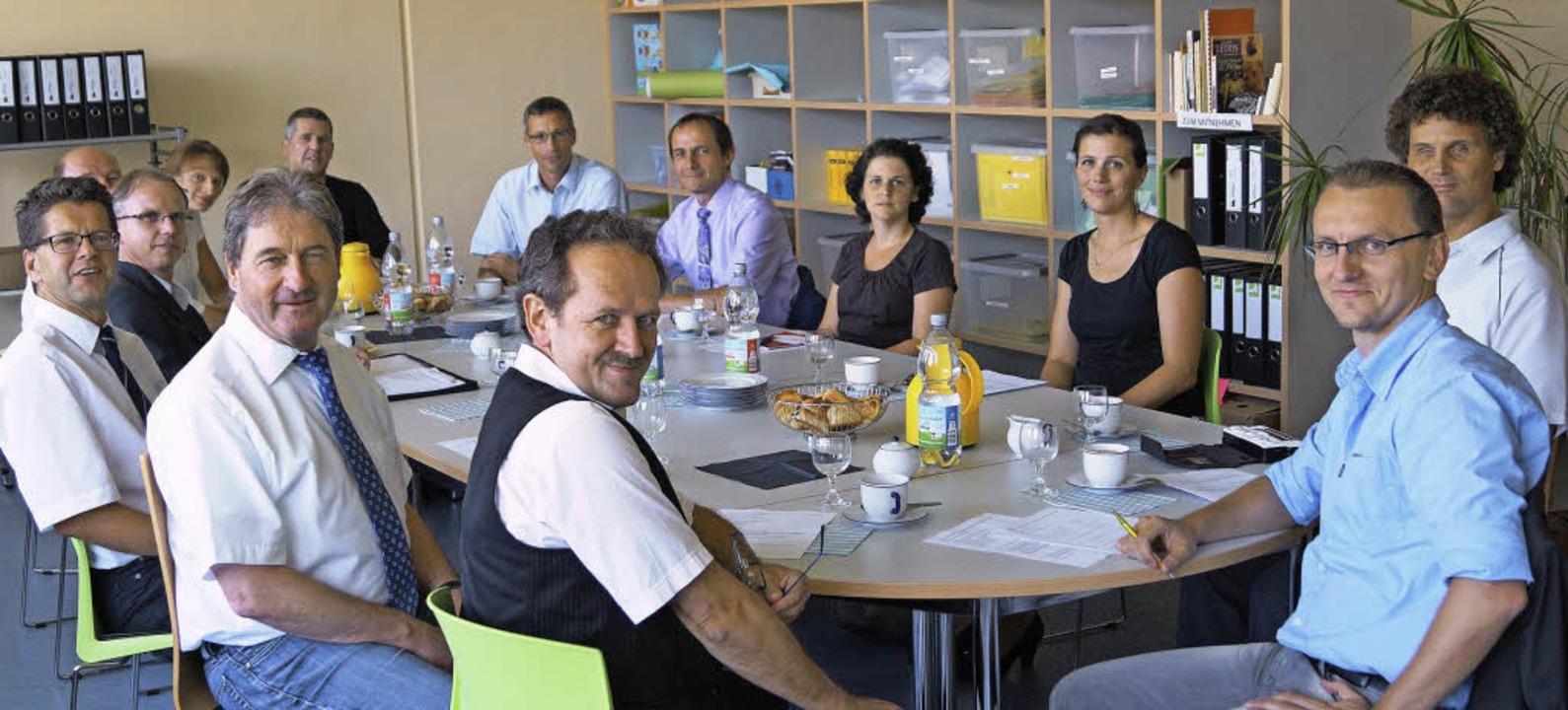 Vertreter der Hugo-Höfler-Realschule u...Treffen in der Breisacher Realschule.     Foto: Christoph Müller