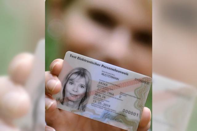 Ausweis-Schönheit Erika Mustermann wird 50
