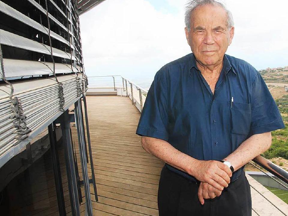 Stef Wertheimer, hier auf dem Balkon v...en in die Deutschen gewinnen konnte.      Foto: Saurer/privat