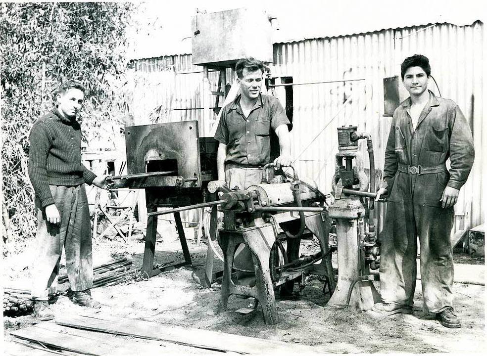 In einer Hinterhofwerkstatt gründete  Wertheimer (Mitte)  Iscar.    Foto: privat