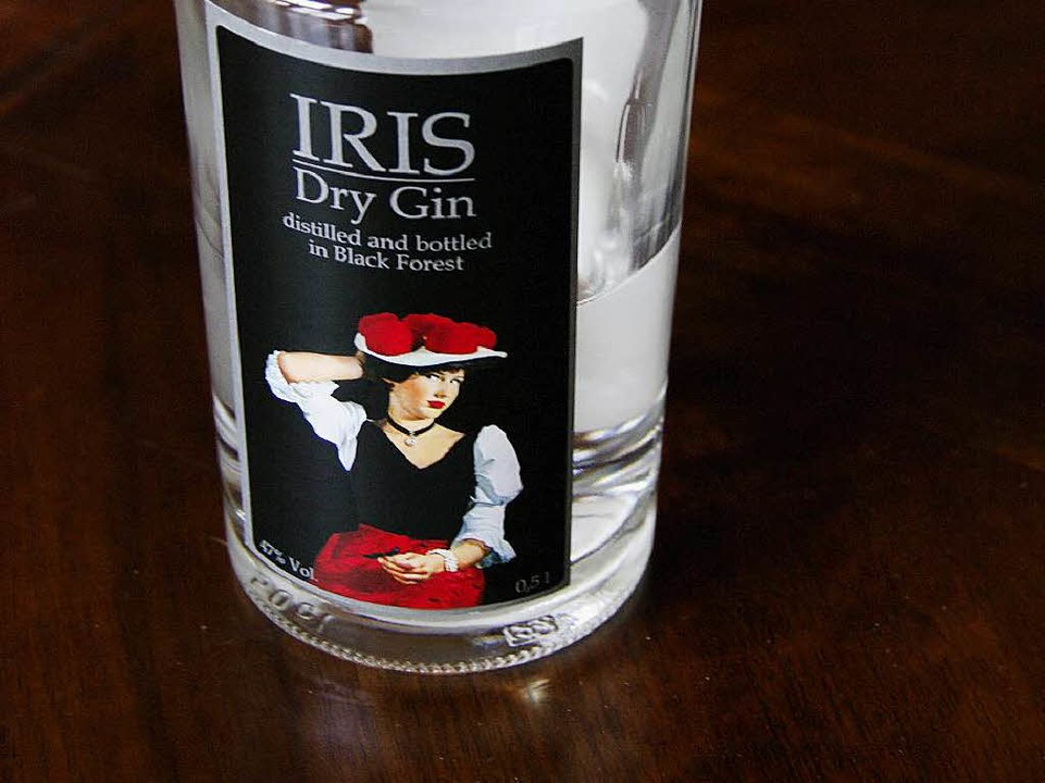 Unter eigenem Namen und mit Bollenhutd...em Etikett kommt der Gin auf den Markt    Foto: Martin Pfefferle