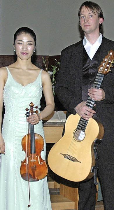 Ungewöhnliche Besetzung: das  Duo Alou...er Silvan Weiß mit Violine und Gitarre  | Foto: Ounas-Kräusel