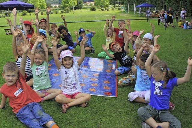 Kinder freuen sich auf viele Spiele