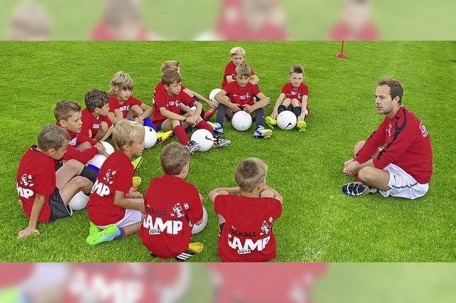 Beim Füchsle-Camp des SC Freiburg in Höchenschwand sind 60 Kinder mit Eifer dabei