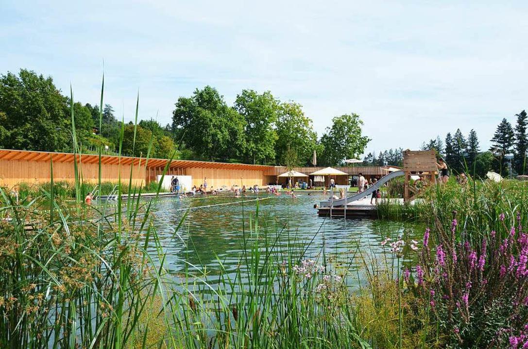 Beliebt bei Besuchern von beiderseits ...nze: der Badesee im Riehener Naturbad.  | Foto: Matthias Maier