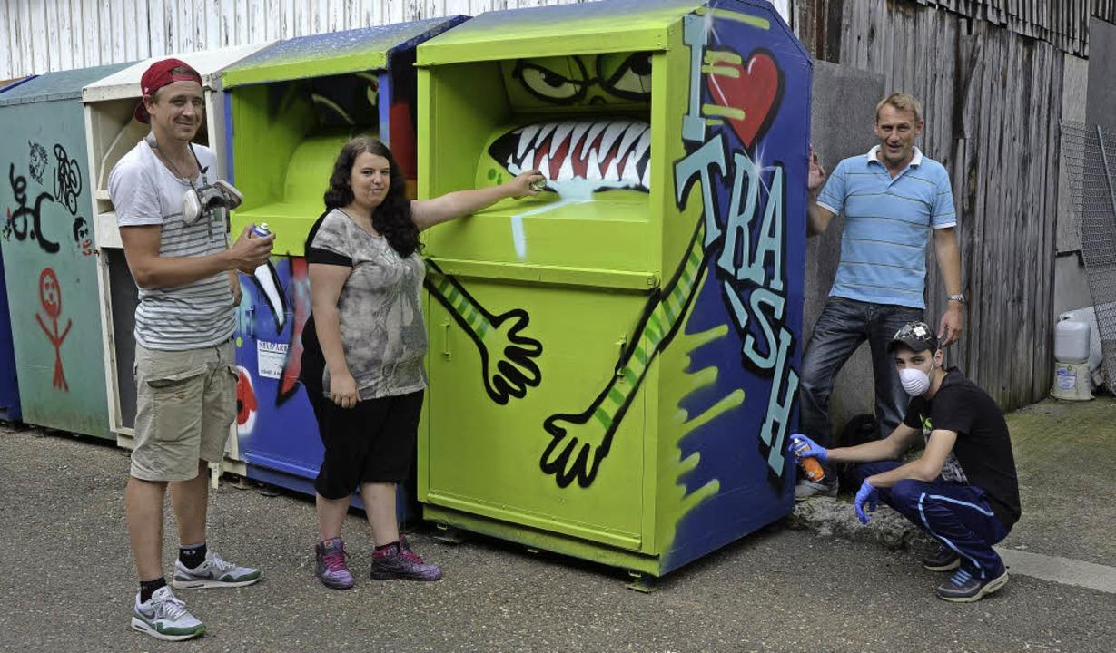 Trashige Monster sprühten Teilnehmer d...munalen Arbeitsförderung Ortenaukreis.  | Foto: Julia Dreier