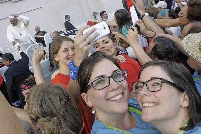 Ein Selfie mit dem Papst als Souvenir