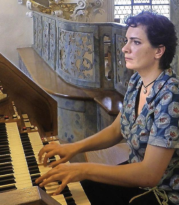 Bernadetta Sukovskadas an der Orgel in St. Peter     Foto: Hartwig Kluge