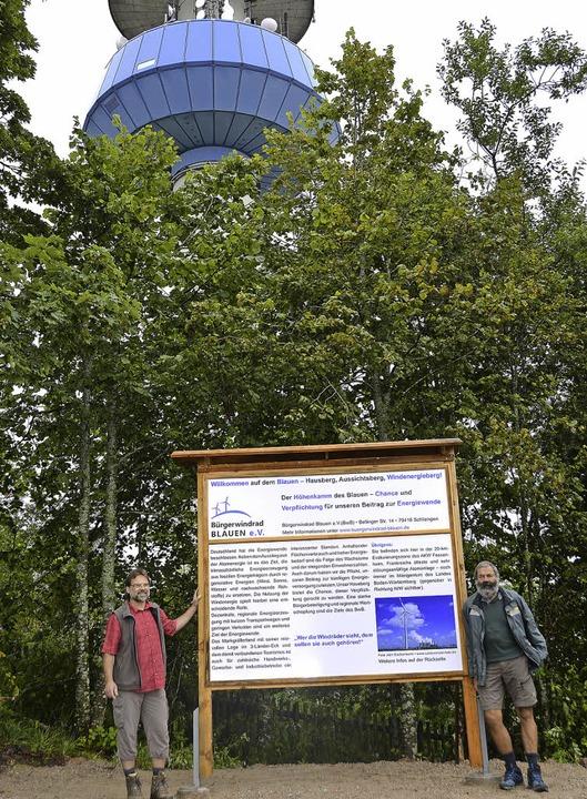Kurt Mayer (links) und Hans Happle von... geplanten Windkraft auf dem Blauen.    | Foto: Behrendt