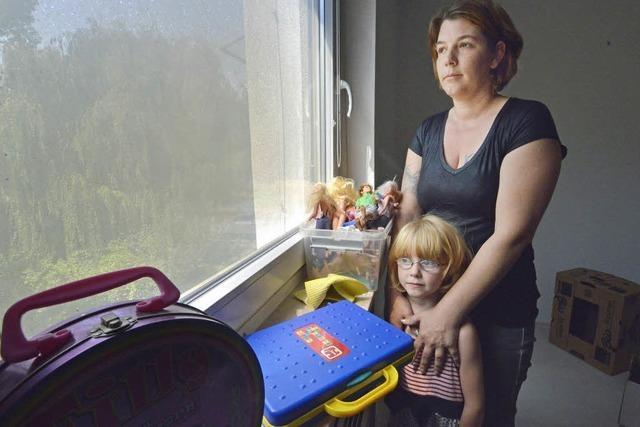 Familie muss umziehen, weil es in der Wohnung unter ihr gebrannt hat