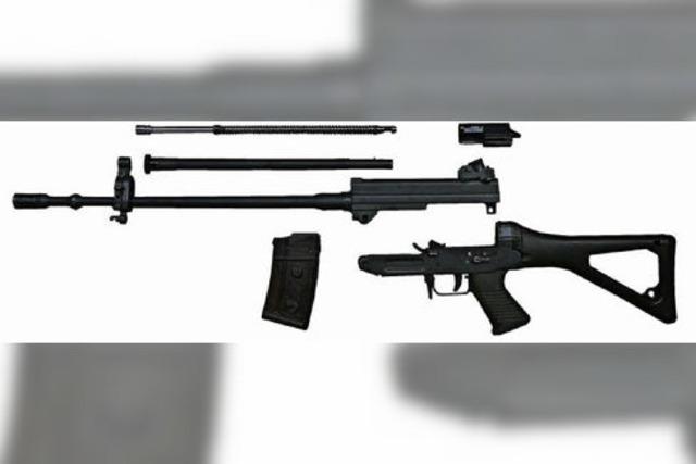 Mit Sturmgewehr zum Einkaufen