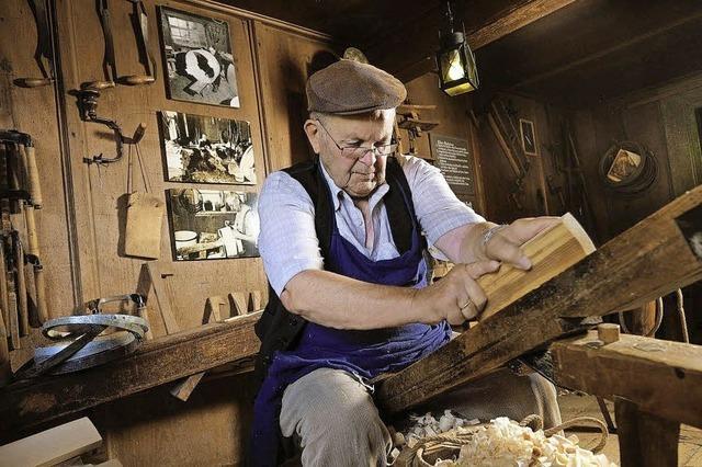 Bauernmarkt und Holzschnefler