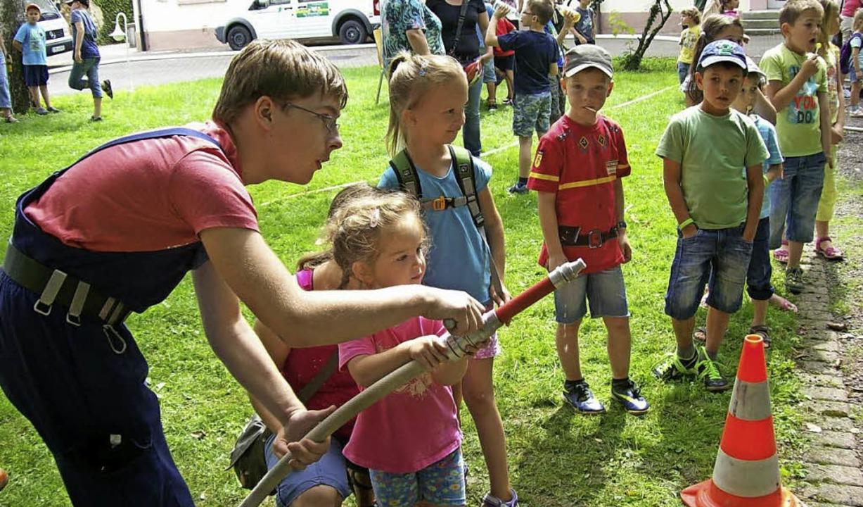 Beim Klassiker aller Ferienspielaktion...ugendfeuerwehr die zahlreichen Kinder.    Foto: Privat