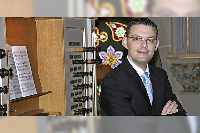 Der Organist Stephan Kreutz aus Villmergen spielt in Schopfheim