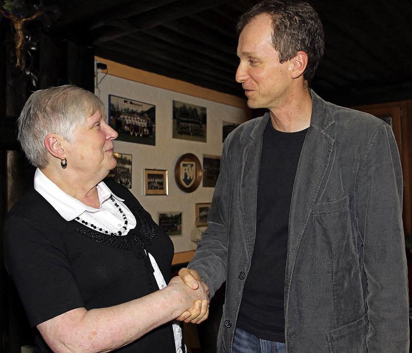 Veronika Wickenburg (links) gab den Vo...endamt dankte ihr für ihr Engagement.     Foto: Eva Korinth