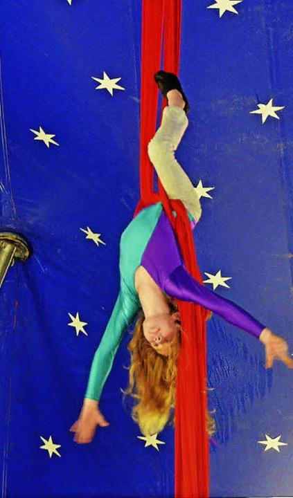 Zirkusreife Präsentation: Kinder zeigen Akrobatik.   | Foto: Artur Just