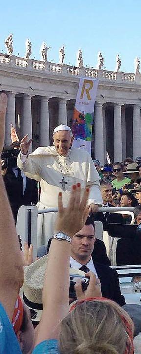 Der große Moment: Papst Franziskus begrüßt die Teilnehmer.  | Foto: ZVG