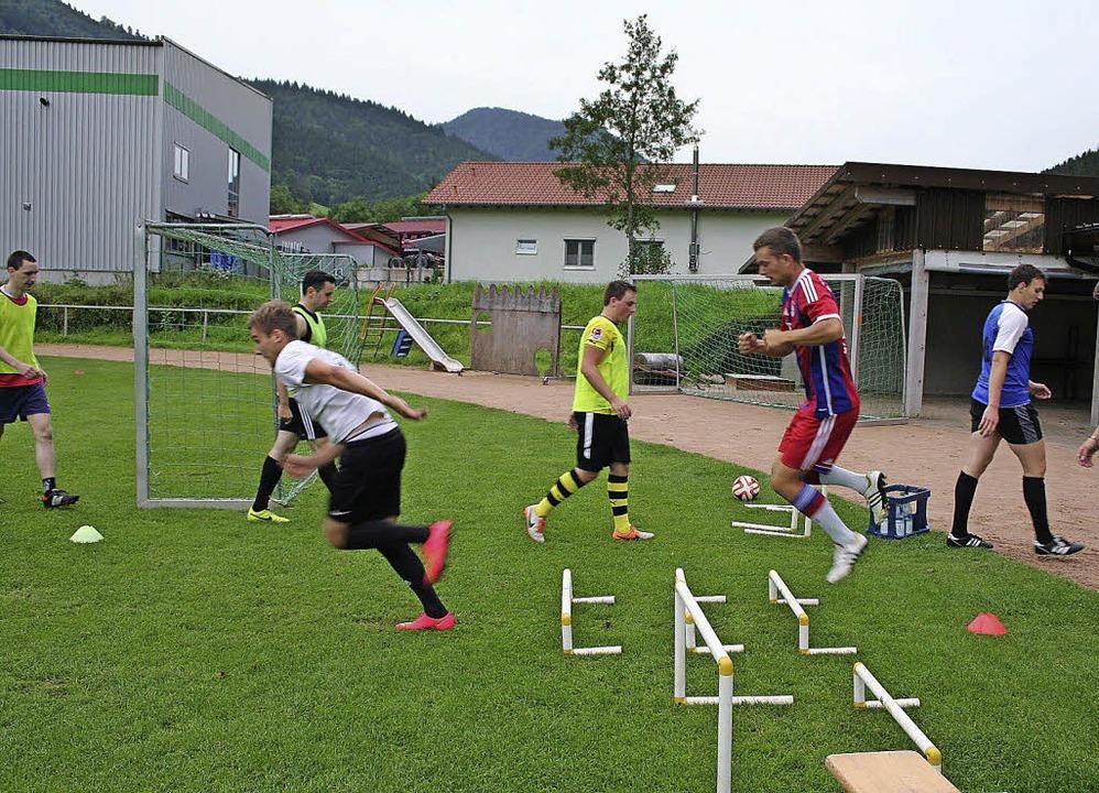 Sprungkraftübung beim Training im Hornkopfstadion.    Foto: Karin Heiss