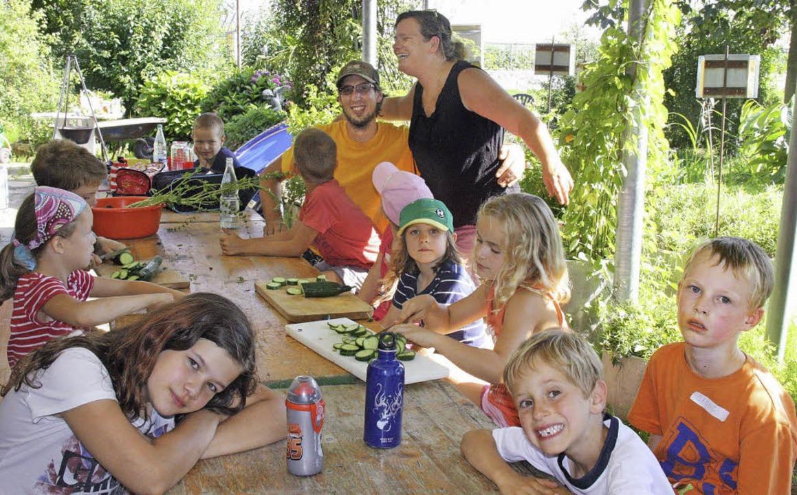 Beim Schnuppernachmittag in der Demete...en Salat selbst ernten und zubereiten.  | Foto: privat
