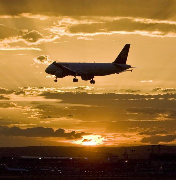 Als Co-Pilot absolvierte Bernhard Boll...flüge und überquerte ganze Kontinente.    Foto: Zvg/dpa