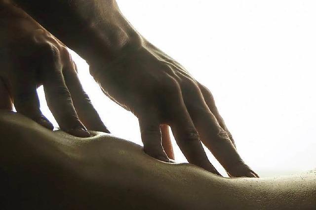 Masseur bedrängt Frau in Therme sexuell – 2100 Euro Strafe