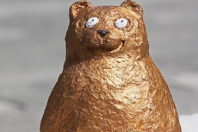 Onanierender Kragenbär als Denkmal für Schriftsteller?