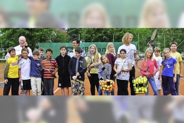 Die Tennisschüler bleiben am Ball
