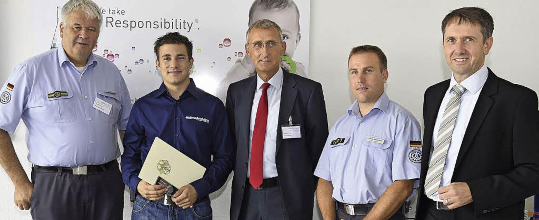 Mit der Verdienstmedaille für Fluthilf...nd Hellma-Chef Lutz Mayer (von links).  | Foto: Volker Münch