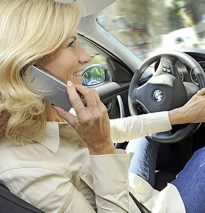 Telefonieren am Steuer im Auto    Foto: Bild honorarfrei
