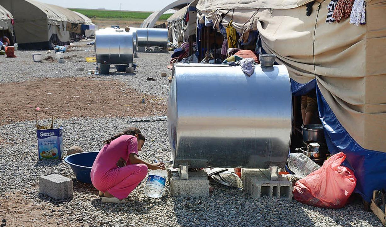 In Sicherheit: Jesiden in einem Flüchtlingscamp   | Foto: AFP