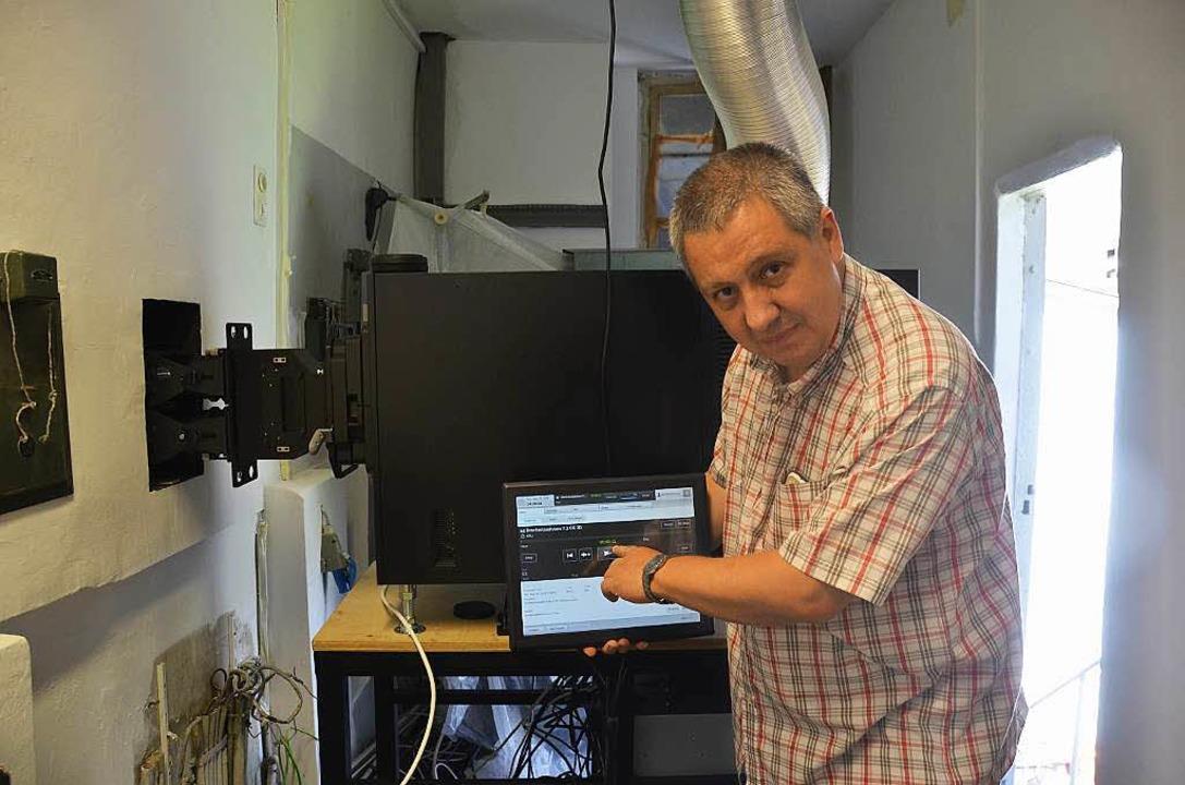 Klaus Flesch, Technischer Leiter beim ...en digitalen Vorführanlage begeistert.  | Foto: Thomas Rhenisch