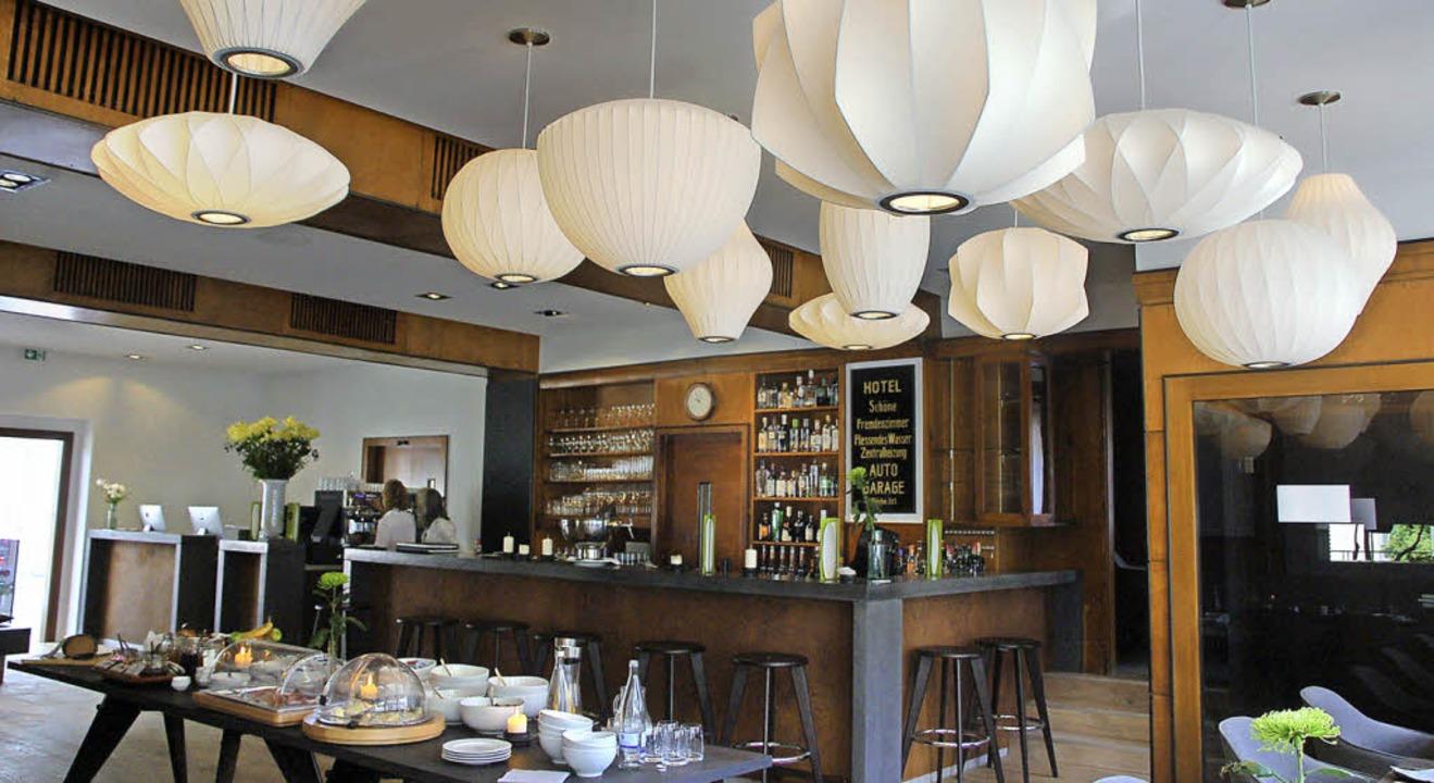 Ein Blickfang sind die Designerlampen und Hängeleuchten im Restaurant.  | Foto: P. Wunderle